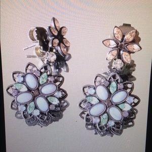 Beautiful Vintage Sorrelli Floral earrings